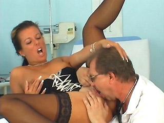 Главврач поощряет своего доктора