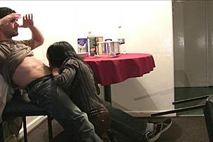 Парень раскрутил африканку на секс